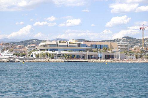 800px-Cannes_Palais_des_Festivals_et_des_Congrès