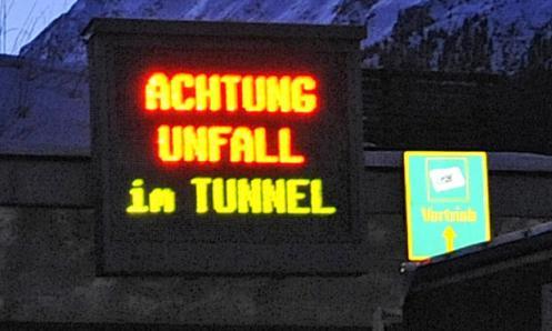 Achtung Unfall im Tunnel